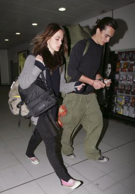 Keira Knightley and bf Rupert Friend both in chucks