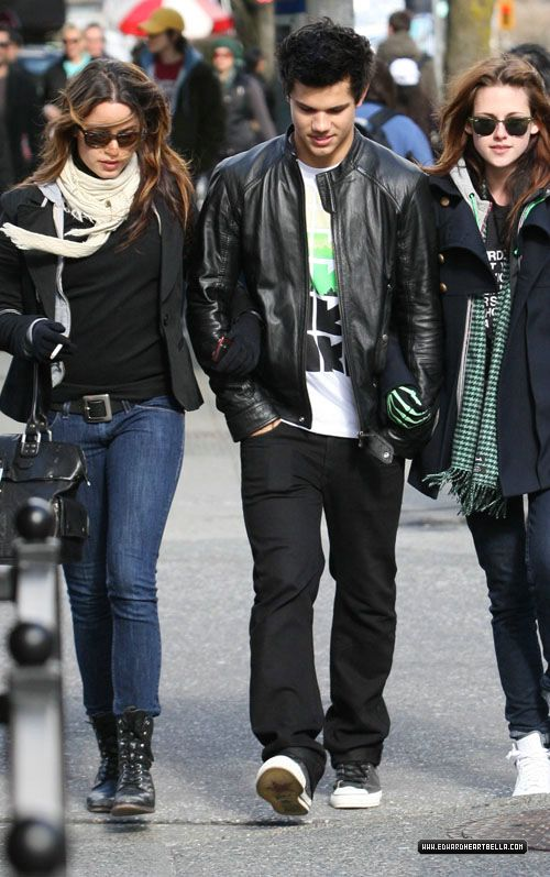 New Moon stars (from left): Nikki Reed, Taylor Lautner, and Kristen Stewart in downtown Vancouver, Canada