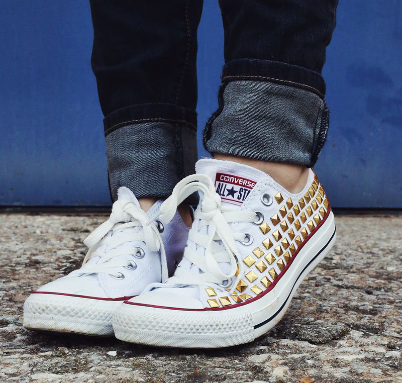 How to Color Converse Sneakers. Converse sneakers are always trendy, but you can add your own personal touch. Sneaker crafts using an old or new pair of plain Converse sneakers are easy, fun and give you a stylish end result.